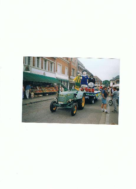 le petit tracteur qui me reste  Cy6dqq