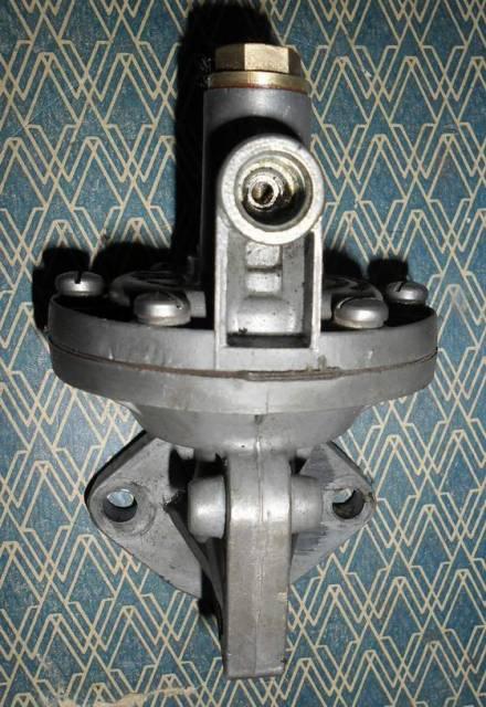 pompe à essence pour pied moulé état comme neuf Glp2uy